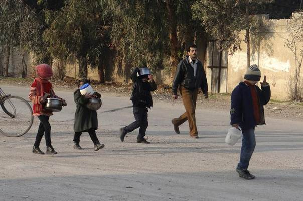 Syrian children carry empty buckets and casseroles as they walk in search of food in eastern Ghouta near Damascus, an area besieged by government forces and short of food and fuel. Picture January 6, 2014. REUTERS/Ammar Al-Erbeeni