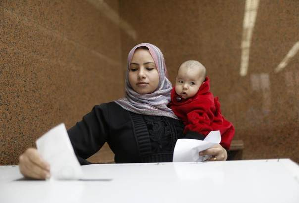 An Egyptian woman votes during a referendum on the new constitution at the Egypt Consulate in Dubai, United Arab Emirates, January 8, 2014. REUTERS/Ahmed Jadallah