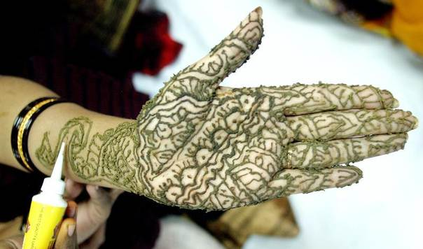 A Bangladeshi girl has her palms painted with Henna ahead of the Muslim festival of Eid-al-Fitr in Dhaka in 2005. REUTERS/Rafiqur Rahman
