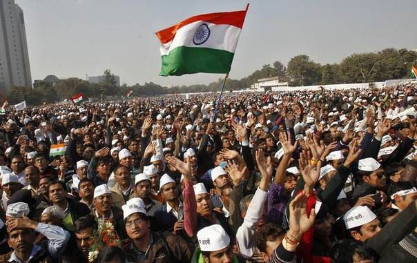 Supporters of Aam Aadmi (Common Man) Party listen to a speech by their leader Arvind Kejriwal (unseen) after he took an oath as new chief minister of Delhi at a swearing-in ceremony at Ramlila ground in New Delhi December 28, 2013. REUTERS/Anindito Mukherjee