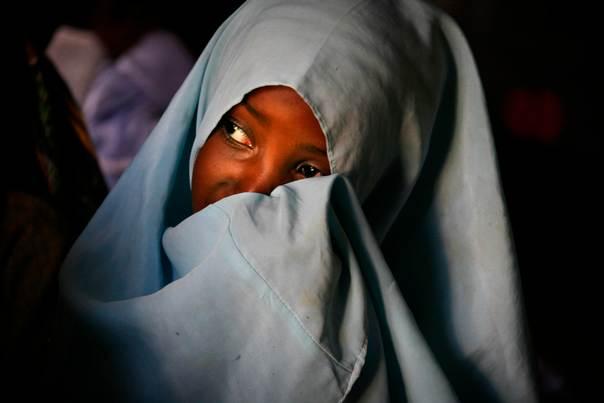 A Muslim girl attends a Koranic school on Zanzibar island, Tanzania, December 2, 2007.  REUTERS/Finbarr O'Reilly