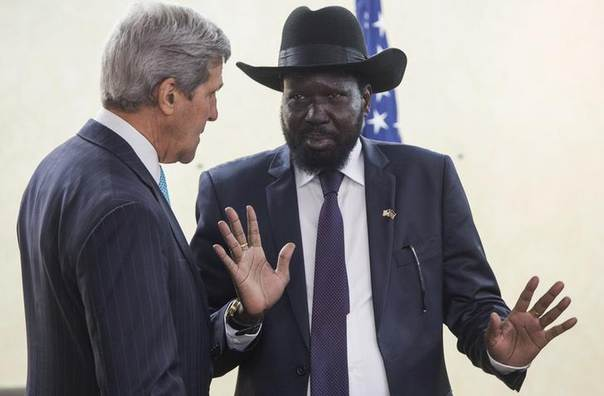 South Sudan's President Salva Kiir Mayardit (R) meets with U.S. Secretary of State John Kerry at the President's Office in Juba May 2, 2014. REUTERS/Saul Loeb/Pool