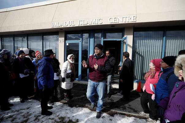 People from the holy blossom temple synagogue and the fairlawn people from the holy blossom temple synagogue and the fairlawn united church greet people exiting the imdadul islamic centre where they were praying m4hsunfo