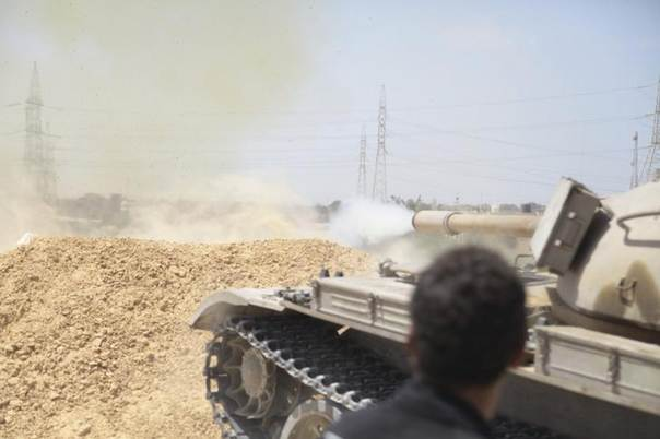 A tank belonging to the Western Shield, a branch of the Libya Shield forces, fires during a clash with rival militias around the former Libyan army camp, Camp 27, in the 27 district, west of Tripoli, Libya, August 22, 2014. REUTERS/Stringer