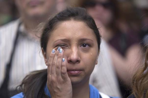 Michelle Zarisis cries as she listens to a speech at City Hall after protesters calling for tougher gun laws marched across the Brooklyn Bridge, in New York June 14, 2014. REUTERS/John Taggart