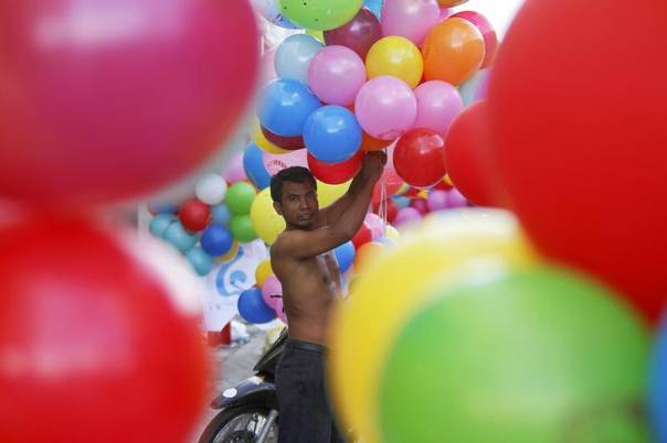A man prepares balloons for supporters of the Cambodian People Party during an election rally on the last day of campaigning in central Phnom Penh July 26, 2013. Cambodia will hold general elections on July 28. REUTERS/Samrang Pring