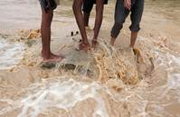 Heat, not floods, pushes Pakistanis to migrate - study