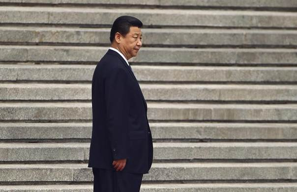 China's President Xi Jinping waits for his Palestinian counterpart Mahmoud Abbas before a welcoming ceremony outside the Great Hall of the People in Beijing, May 6, 2013REUTERS/Petar Kujundzic