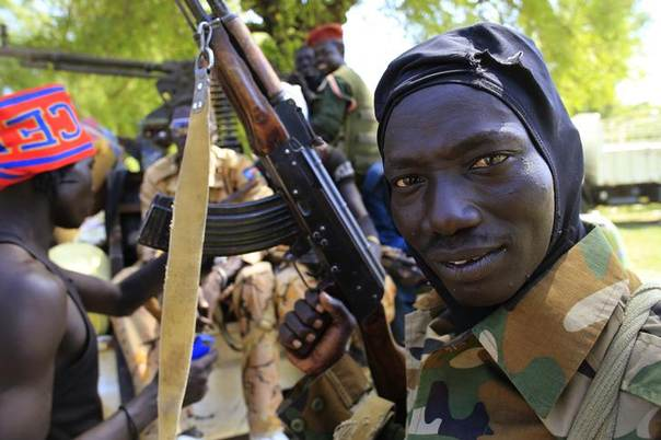 A South Sudan army soldier holds his weapon in Bor, 180 km (108 miles) northwest from the capital Juba December 25, 2013. REUTERS/James Akena