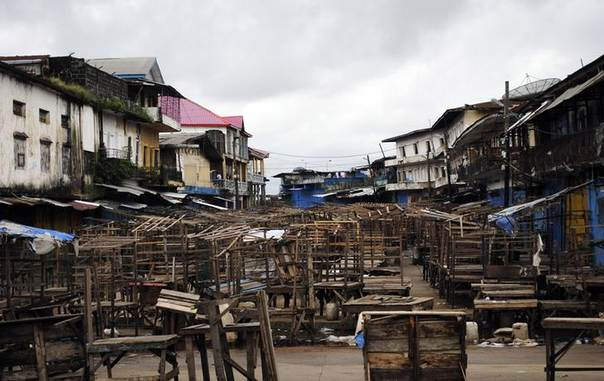 The marketplace of West Point stands empty after clashes in the West Point quarantined neighbourhood of Liberia's capital Monrovia, August 20, 2014. REUTERS/James Harding Giahyue