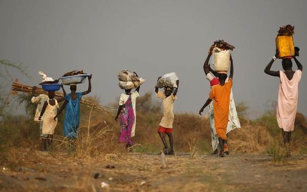 People carry their belongings in a rebel-controlled territory in Jonglei State January 30, 2014. REUTERS/Goran Tomasevic
