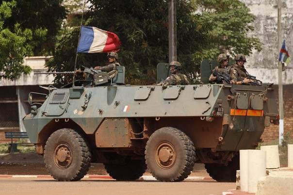 French soldiers patrol in their armoured personnel carrier (APC) during fighting in Bangui, Central African Republic, December 5, 2013. REUTERS/Emmanuel Braun