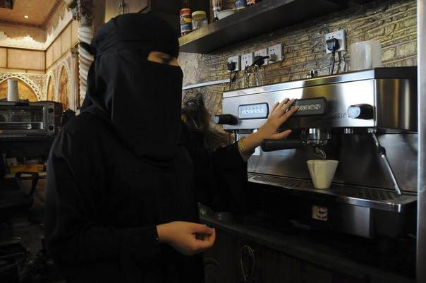 A veiled Saudi woman makes coffee as she works at a coffee shop in Tabuk, 1,500 km from Riyadh November 30, 2013. REUTERS/Mohamed Alhwaity
