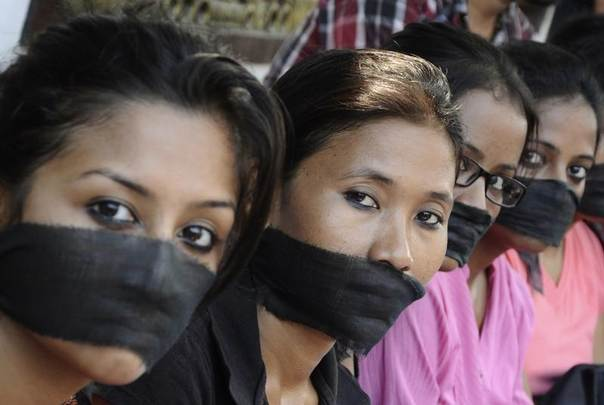 Members of the All Assam Photojournalist Association wear black sashes over their mouths at a protest against the rape of a photojournalist by five men in an abandoned textile mill in Mumbai. Picture Guwahati, northeast India, August 24, 2013. REUTERS/Utpal Baruah