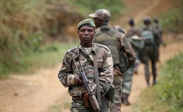 Democratic Republic of Congo military (FARDC) personnel patrol against the Allied Democratic Forces (ADF) and the National Army for the Liberation of Uganda (NALU) rebels near Beni in North-Kivu province, December 31, 2013 REUTERS/Kenny Katombe