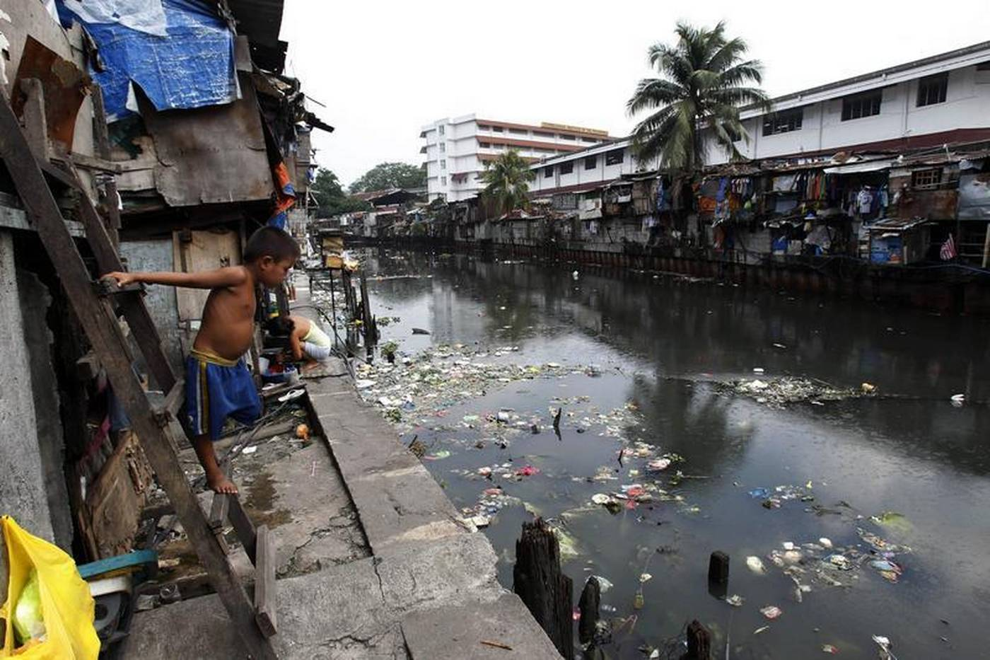 Informal Settlers Face Eviction From Manila S Riverside