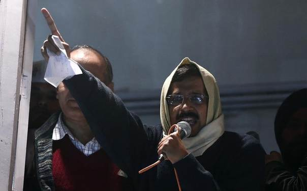 Delhi's Chief Minister Arvind Kejriwal, chief of the Aam Aadmi (Common Man) Party (AAP), addresses his supporters before announcing his resignation from his party headquarters in New Delhi, India, February 14, 2014. REUTERS/Adnan Abidi