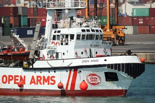 Italy in new migrant boat standoff with Malta