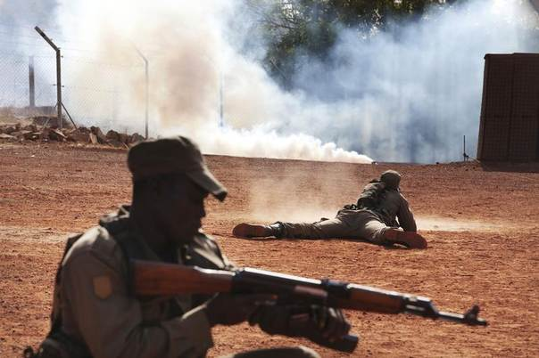 Malian soldiers train for an ambush at the EU training mission headquarters in Koulikoro, Mali, February 6, 2014. REUTERS/Joe Penney