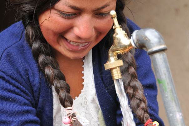A girl washes her hands in Villa Rivero, Punata Province, Bolivia. Photo credit: Water for People/I Estrategas
