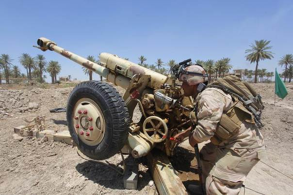 Iraqi security forces fire artillery during clashes with Sunni militant group Islamic State of Iraq and the Levant (ISIL) in Jurf al-Sakhar June 14, 2014 REUTERS/Alaa Al-Marjani