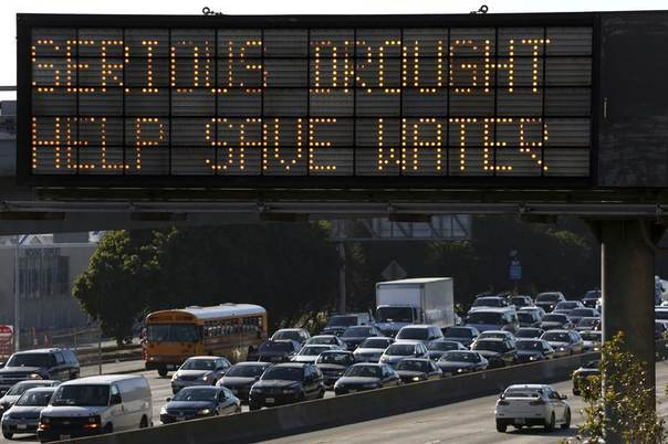 A Caltrans information sign urges drivers to save water due to the California drought emergency in Los Angeles, California, Feb. 13, 2014. REUTERS/Jonathan Alcorn