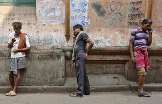 Mobile phones make reporters of Indian villagers to fix problems