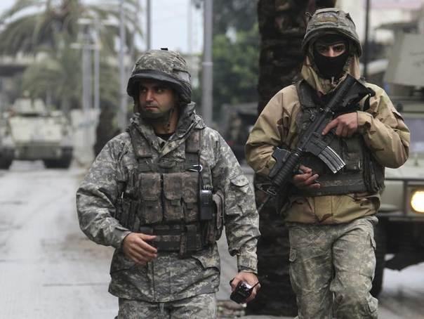 Lebanese army soldiers patrol the streets of the Sunni Muslim Bab al-Tebbaneh neighbourhood in Tripoli, northern Lebanon December 4, 2013. REUTERS/Omar Ibrahim