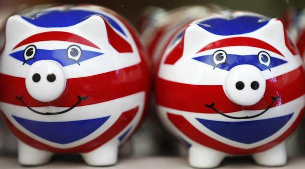 Union Jack piggy banks are lined up for sale in the window of a souvenir store in central London January 20, 2014. REUTERS/Andrew Winning