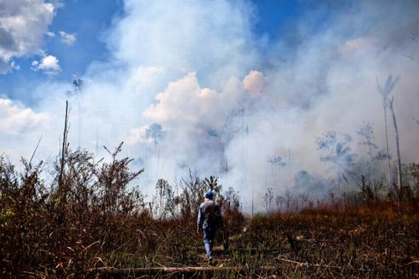 We want to see how climate, land-cover changes and social processes influence the occurrence and spread of fire, says Víctor Gutiérrez,a research scientist at Columbia University's Earth Institute. Picture credit: Ernesto Benavides