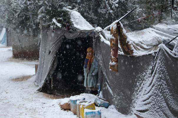 Shelter From Storm With Devices >> An Internally Displaced Girl Stands Under Shelter During A Snow