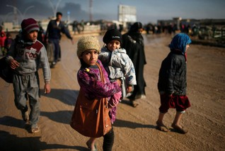Famiilies flee as Iraqi forces battle with Islamic State in western Mosul