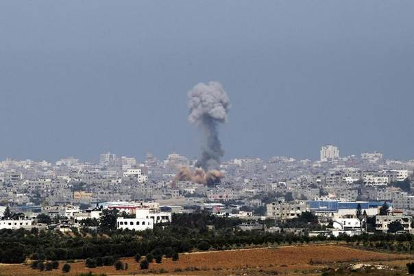 Smoke and debris from an Israeli explosion rise above the northern Gaza Strip July 11, 2014. REUTERS/Finbarr O'Reilly