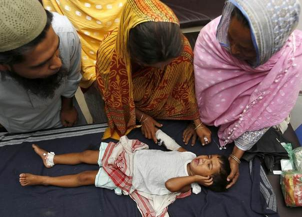 Three-year-old Ramez Uddin, who was injured in an attack, lies in a hospital at Barpeta in the northeastern Indian state of Assam May 3, 2014. REUTERS/Stringer