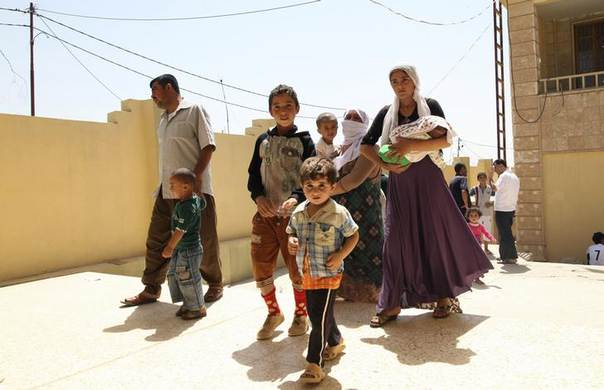 Displaced families from the minority Yazidi sect, fleeing the violence in the Iraqi town of Sinjar west of Mosul, arrive at Dohuk province, August 4, 2014. REUTERS/Ari Jalal