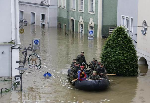 German army soldiers on a dinghy patrol flooded areas of the Bavarian town of Passau, about 200 km northeast of Munich, June 4, 2013. Torrential rain in the south and southeast of Germany caused heavy flooding over the weekend, forcing people to evacuate their homes. REUTERS/Wolfgang Rattay