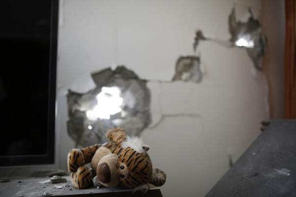 A stuffed toy lies at the scene after a rocket fired by Palestinian militants in Gaza landed in Ashdod July 14, 2014. REUTERS/Amir Cohen