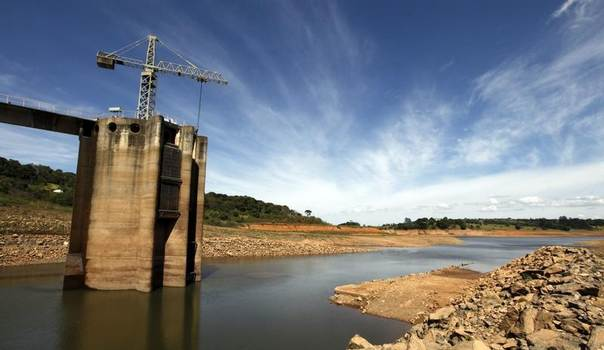 A view of the Cantareira water supply system at Jaguari dam in Joanopollis, 136 km (77 miles) from Sao Paulo, Feb. 21, 2014. Water levels at Cantareira, which serves 9.3 million residents in Sao Paulo's metropolitan region, reached an all-time low of 17.7 percent. REUTERS/Paulo Whitaker