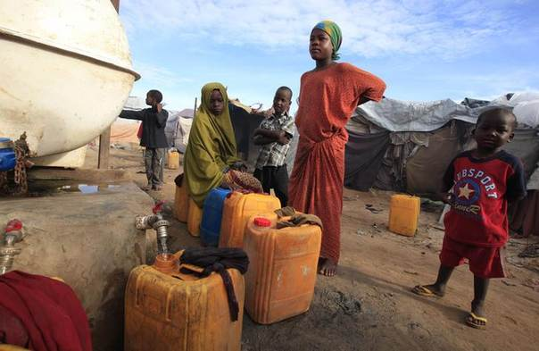 Internally displaced Somali girls fetch water at Sayyidka camp in Howlwadag district, south of the capital Mogadishu, May 3, 2013. A quarter of the population still need aid although a campaign to drive back Islamist militants has stabilised much of the country, the UN says. REUTERS/Omar Faruk