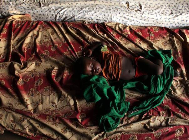 A child sleeps at a camp for Internally Displaced Persons (IDP) in a church building in the Central African Republic, December 21, 2013. REUTERS/Andreea Campeanu