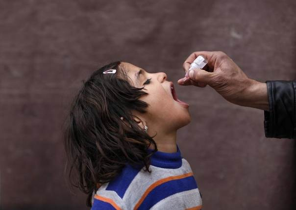 An Afghan child receives polio vaccination drops during an anti-polio campaign in Kabul, Afghanistan,  March 24, 2014. REUTERS/Mohammad Ismail