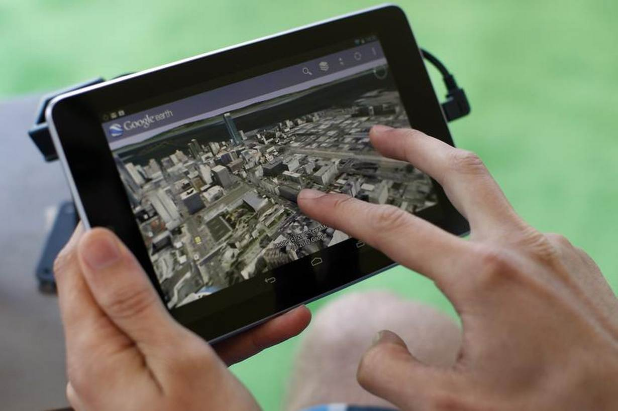 Archive Photo: An attendee uses Google Map on a Google Nexus 7 tablet during Google I/O 2012 Conference at Moscone Center in San Francisco, California June 27, 2012. REUTERS/Stephen Lam