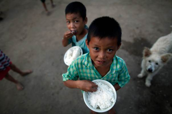 Children from Myanmar are given food at Hway Ka Loke Boarding House in Mae Sot, in northwest Thailand, on October 13, 2010. REUTERS/Damir Sagolj