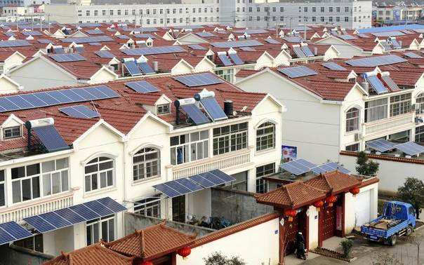 Solar panels are seen on the roofs of residential houses in Qingnan village at Lianyungang, Jiangsu province, Jan. 8, 2014. REUTERS/Stringer