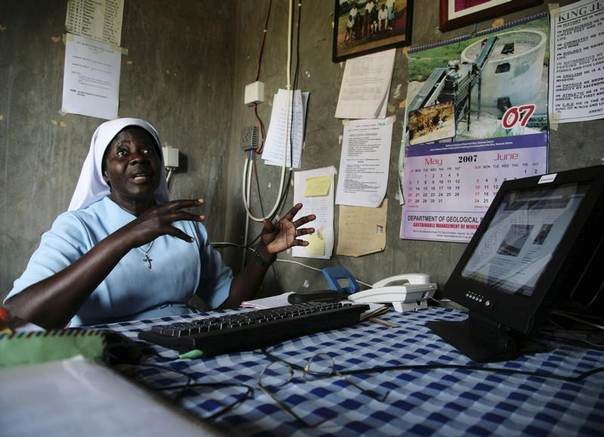Sister Adio Ventorina uses a solar-powered wireless computer at a school in Lacor camp for displaced people in northern Uganda, June 8, 2007. REUTERS/Euan Denholm