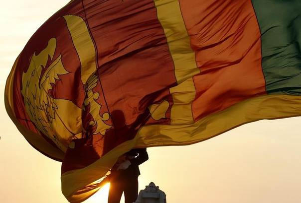 An air force officer holds Sri Lanka's national flag in Colombo, February 2, 2013. REUTERS/Dinuka Liyanawatte