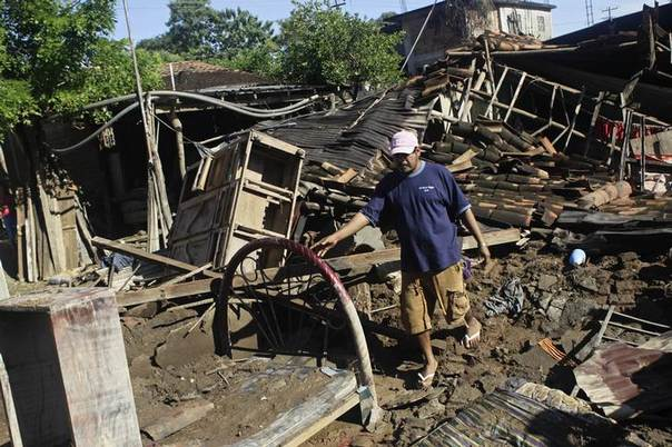 A man stands amidst debris of his destroyed home in Cacahuatepec, on the outskirts of Acapulco September 21, 2013 REUTERS/Henry Romero