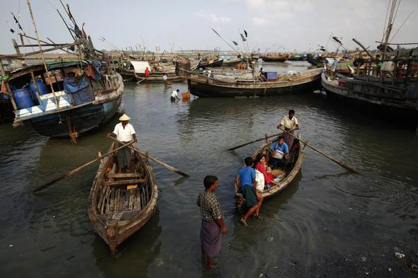 Rohingya people work on their boats near one of many camps for displaced Rohingya on Sittwe's outskirts, April 27, 2013. REUTERS/Damir Sagolj