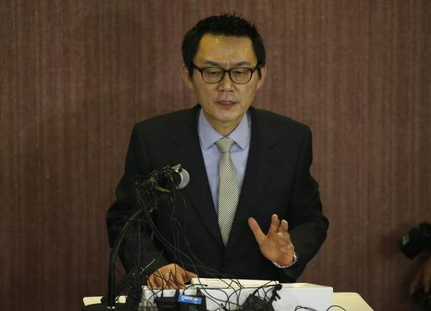 Yoon Chang-jung, former spokesman of South Korean President Park Geun-hye, speaks to the media during his news conference in Seoul May 11, 2013. REUTERS/Kim Hong-Ji
