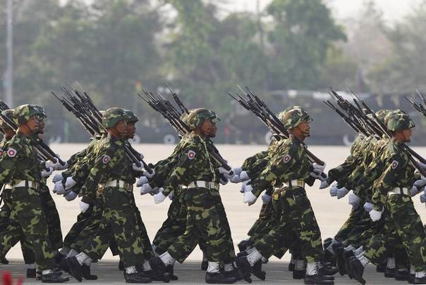 Soldiers march during a parade to mark the 69th anniversary of Armed Forces Day in Myanmar's capital Naypyitaw, on March 27, 2014.REUTERS/Soe Zeya Tun